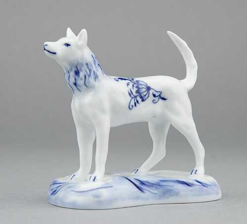 Cibulák pes na podstavci 6 cm cibulový porcelán, originálny cibulák Dubí 1. akosť